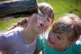 Trinkwasser und Kinder